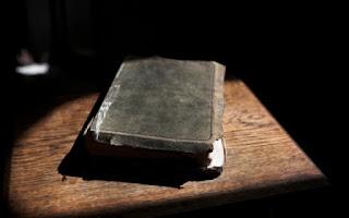 Το βιβλίο που κανείς δεν έχει καταφέρει να διαβάσει μέχρι τέλους… Δείτε γιατί ..