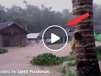 Video Jerit Tangis Warga Rumah Roboh Disapu Banjir, Banjir Susulan Kembali Terjadi Di Kecamatan Cikajang