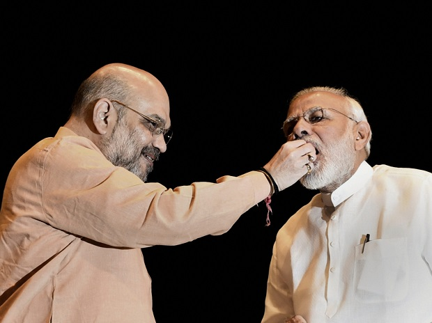 prime-minister-narendra-modi-being-offered-sweets-by-bjp-president-amit-shah-during-bjp-parliamentary-party-meeting-1533108824-29272440.jpg