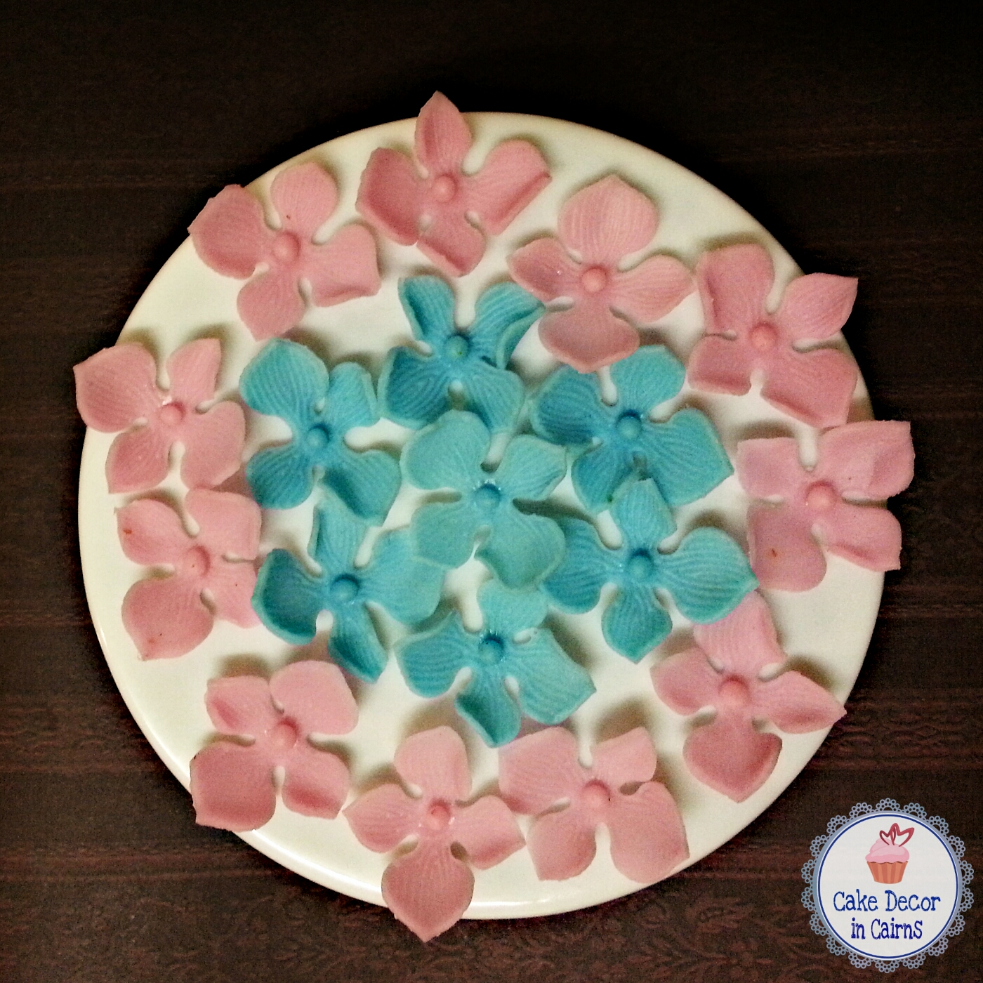 Using Hydrangea Cutters Pink and Blue Hydrangea Fondant Flowers Cupcake Topper