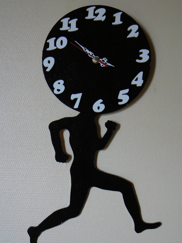 C'est Le Temps Qui Court : c'est, temps, court, Secours,, Fille, C'est, Temps, Court