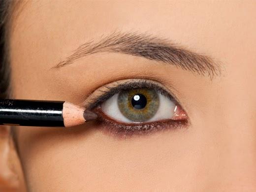 dicas de maquiagem - lápis para olhos marrom