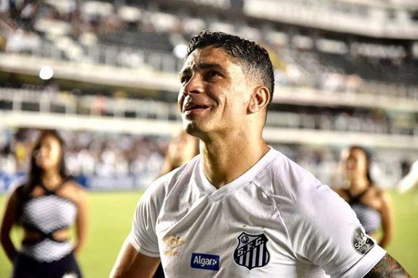 Renato se despediu dos gramados com a camisa do Santos