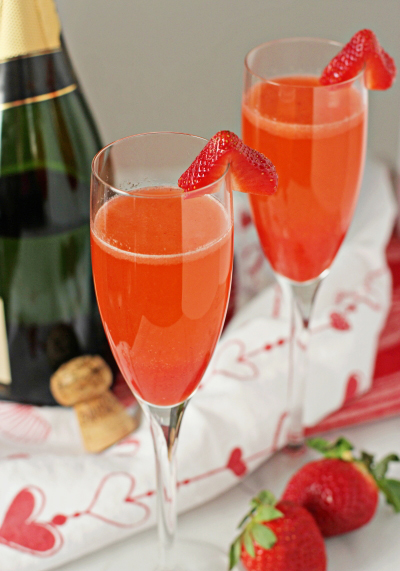 Strawberry Bellinis #healthydrink #cocktail