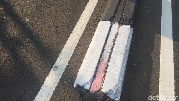 Anies Sebut Pembatas Jalan Yang Warna-Warni di Cat Hitam Putih, agar Petugas PPSU Ada Kerjaan