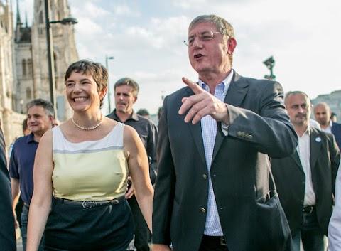 """Dobrev Klára """"lehazudja"""" a bevándorláspárti terveket, miközben a DK megszavazza azokat"""