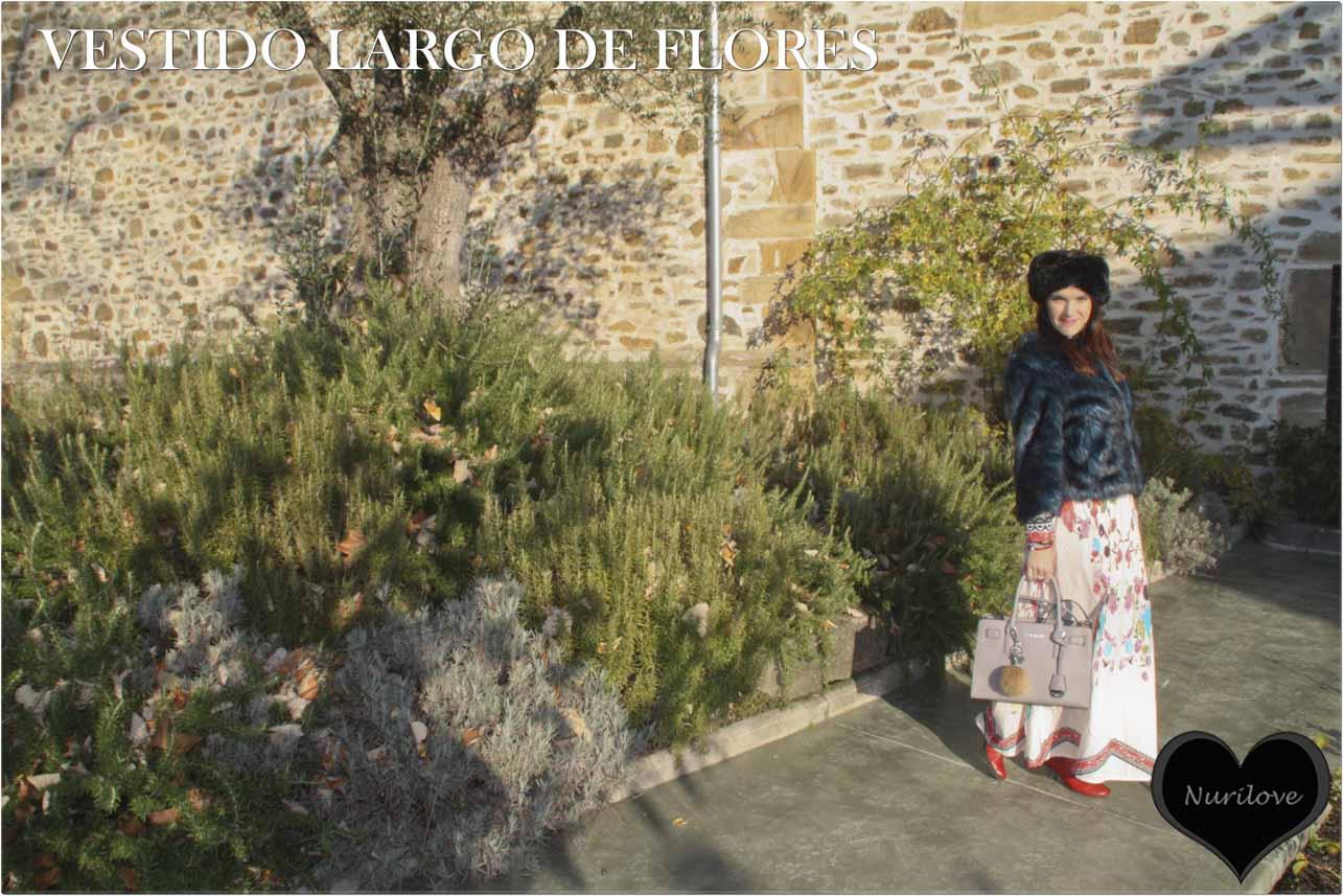 Vestido largo de flores combinado con pelito