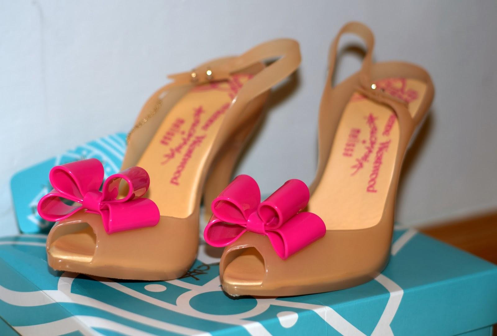 jak się nosi buty z gumy marki Melissa?