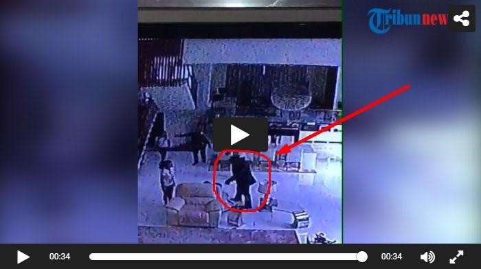 ( Viral ) CCTV Perampokan Sadis di Pulomas, Si Pincang Terlihat Jelas