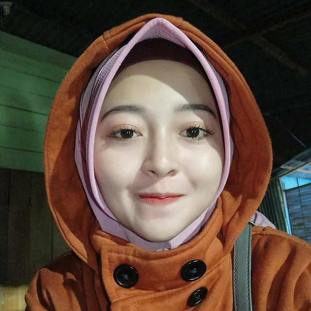Koleksi Gadis Tudung   Ideal girl, Girl hijab, Beautiful hijab