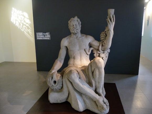 Шабо. Центр культуры вина. Музей. Скульптура Дионисия