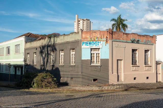 Casa na Rua Paula Gomes, esquina com a Rua Almirante Barroso.