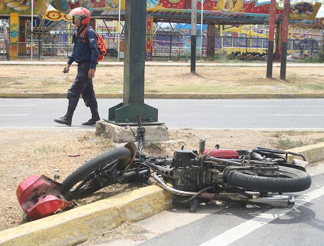Dos Guardias Nacionales heridos al chocar con su moto