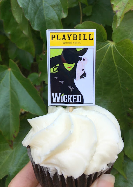 Wicked Broadway Halloween Cupcakes - Fun Broadway Playbill topped treats, perfect for a theatrical Halloween Party | www.jacolynmurphy.com
