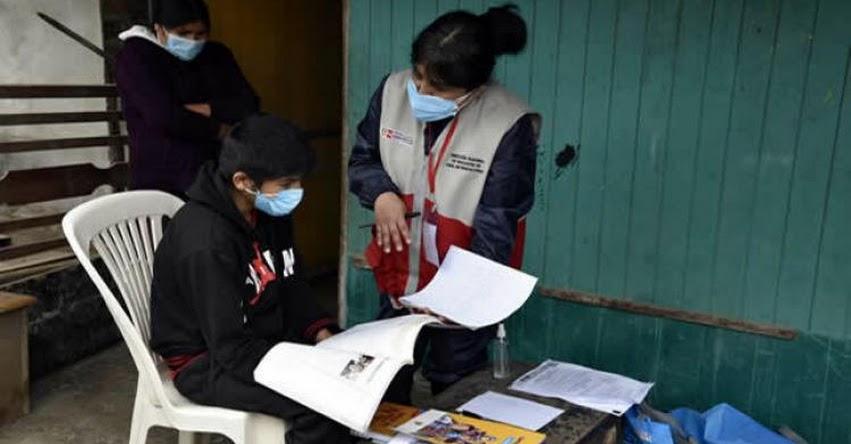 Voluntarios de la DRELM refuerzan aprendizajes de estudiantes casa por casa