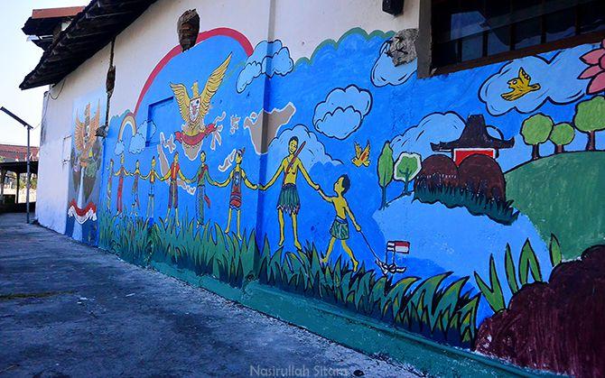 Mural orang bergandengan tangan di Kampung Beji, Pakualaman