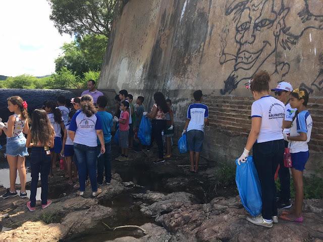 Casal  participa de ação em Santana do Ipanema em defesa do Rio Ipanema