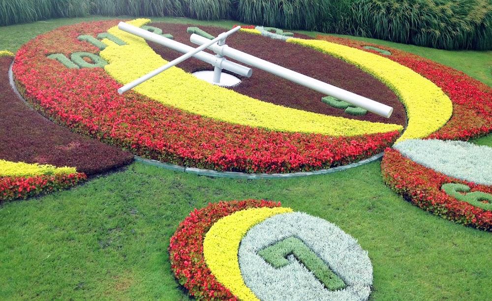 l'horloge fleurie geneva flower clock