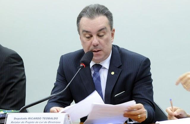 Ricardo Teobaldo concede entrevista a emissoras de rádios de Limoeiro e fala sobre a CPI do LimoPrev