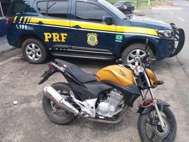 Motocicleta roubada em Conquista é recuperada pela PRF na BR 116, em Jequié