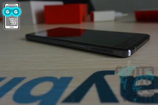 OnePlus X - Sisi kanan tampak penuh