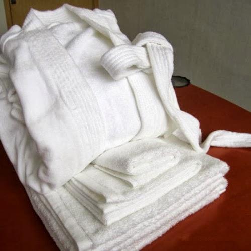 Lenjerii de pat damasc satinat in dungi - Dotari hoteliere | Halate de baie hotel - Bucuresti - Ploiesti - Oradea - Suceava - Brasov - Sinaia - Predeal