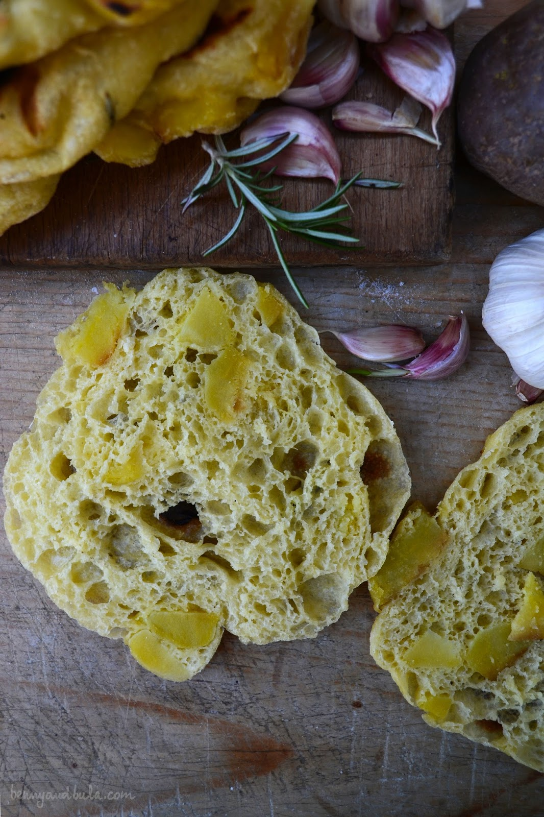 focaccia di semola con patate/ semolina flatbread with potatoes