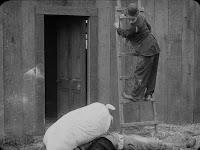 "Кадр из фильма Чарли Чаплина ""Бродяга"" / The Tramp (1915) - 7"