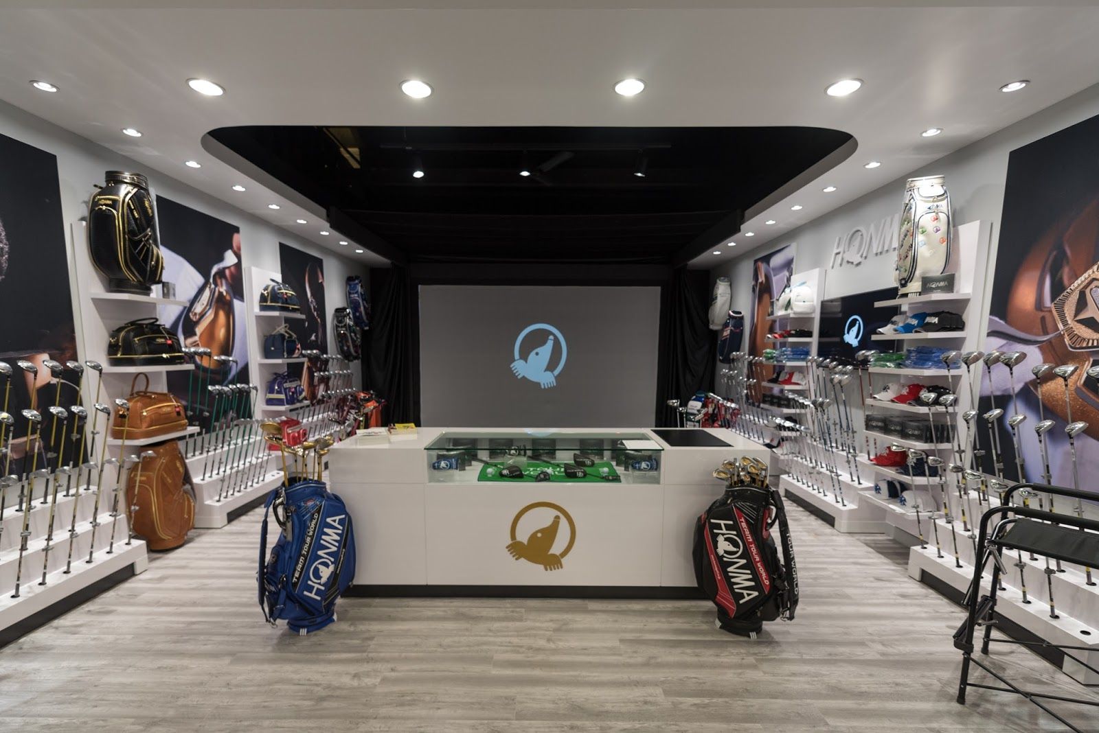 American Golfer  Honma Golf Opens Southern California Gallery Store     one of golf s highest end equipment brands     last night opened a  gallery concept retail and club fitting space within the popular Roger Dunn Golf  Shops