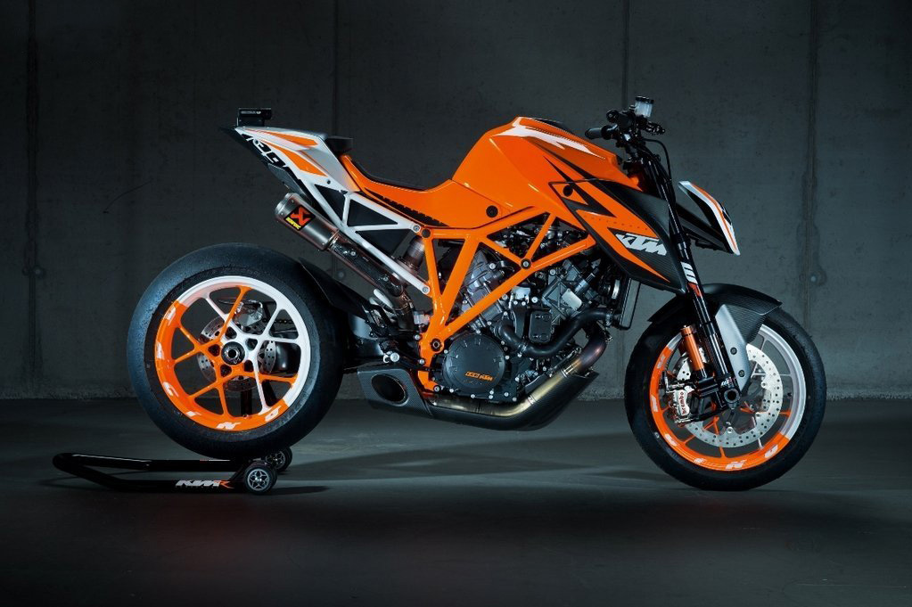 in moto KTM 1290 Super Duke R Prototype
