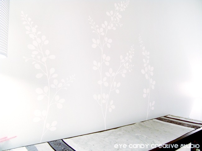 how to apply vinyl decal to walls, applying vinyl in dining room, white vinyl