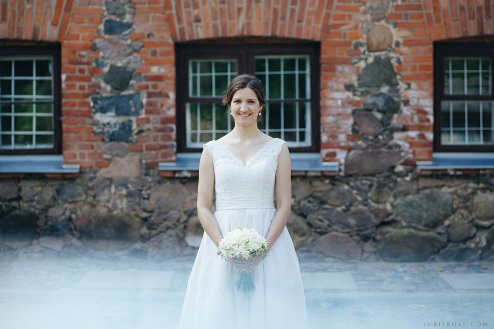 līgavas portrets kāzu pušķis