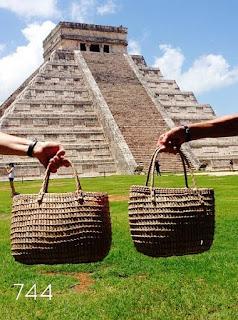 744-capazos-strret-juanita´s-sietecuatrocuatro-Chichen Itza-Ruinas Mayas-Mexico