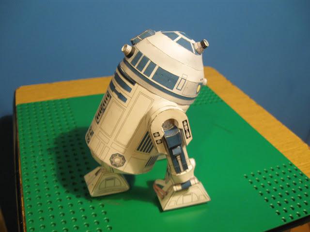 r2d2 papercraft, model, papercraft, papierowe modele, kartonowy r2d2, r2d2, paper model star wars, robot ze star wars, r2d2 paper model, star wars papercraft, papercraft download, sciagnac kartonowe modele, image of r2d2, photos of r2d2