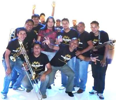 Foto de Marco Antonio y su Orquesta en sesión fotográfica