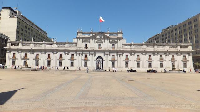 La Moneda, Santiago de Chile, street art, Pastora, Barrio Italia, Bellavista, Cerro San Cristobal, elisaorigami, travel, blogger, voyages, lifestyle