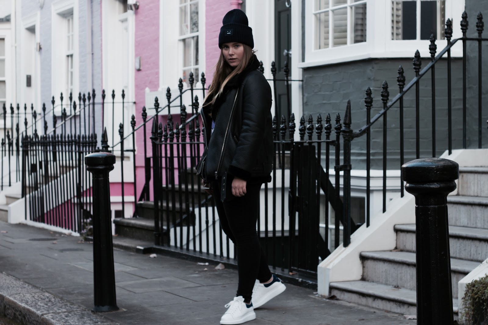 city, guide, london, blog, post, fashion, outfit, tips, acne studios, hat, stella mccartney, bag, asos, jeans, alexander mcqueen, sneakers, ganni, t-shirt, fashion, mode,