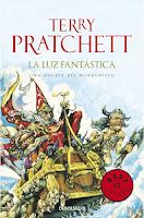 http://elbauldegreenleaves.blogspot.com.es/2017/04/la-luz-fantastica-terry-pratchett.html