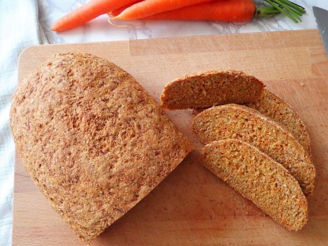 Z cyklu: Domowe pieczywo - Chleb razowo-marchewkowy (Pane integrale alle carote)
