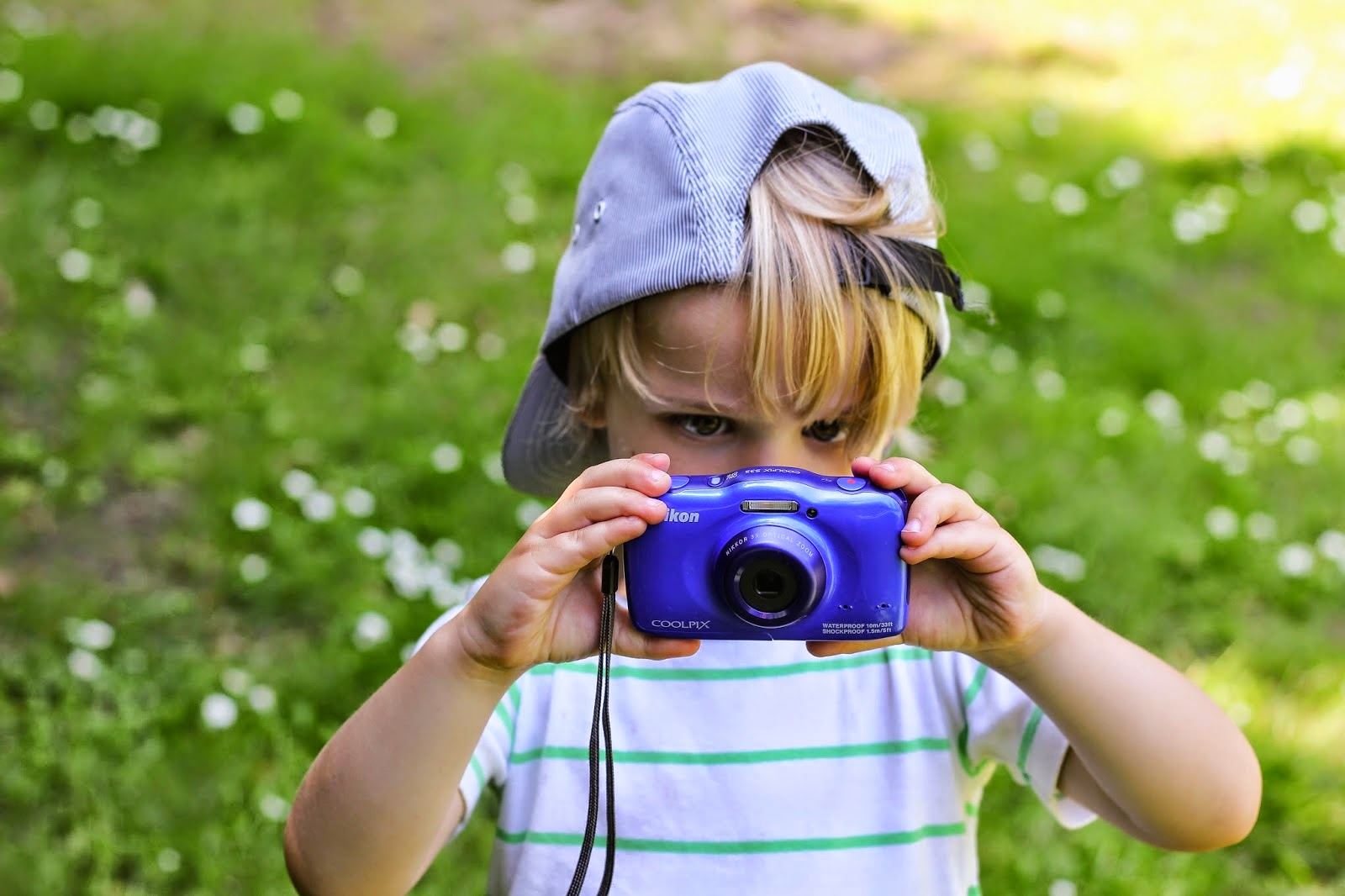 kids learning photography