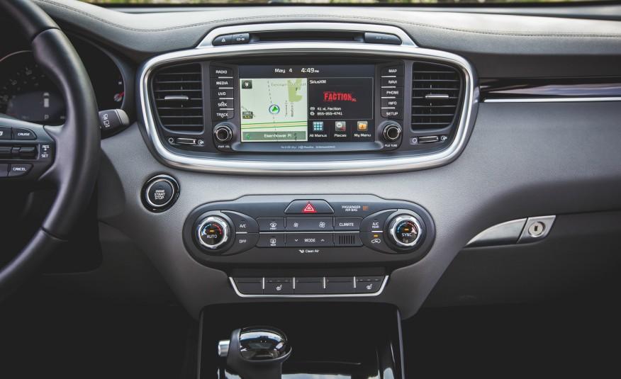 Nhiều tính năng thông minh, giải trí được tích hợp trên xe