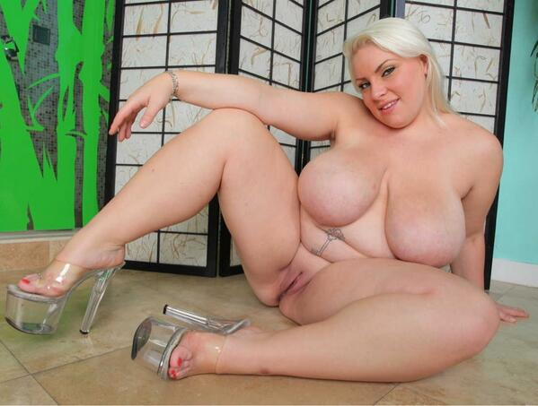 Blondine mollig nackt