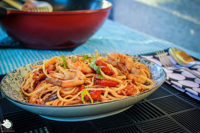 schnelle Pasta mit Tomaten und Garnelen