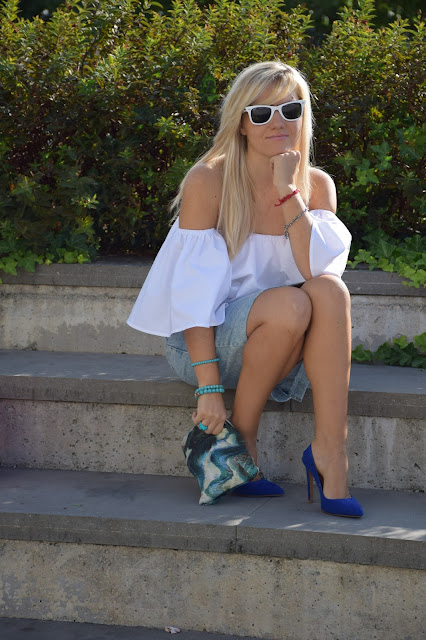 outfit camicia off the shoulder come abbinare una camicia off the shoulder outfit settembre outfit estivi blogger mariafelicia magno fashion blogger colorblock by felym fashion blog italiani blogger di moda web influencer italiane