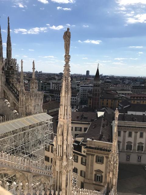 イタリア・ミラノのドゥオーモの聖人についた避雷針