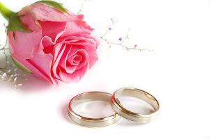 Liefdes wallpaper met ringen en roos