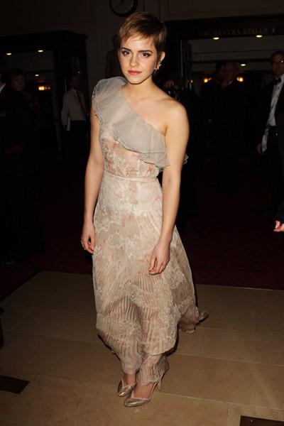 Emma Watson's nipple slip on the BAFTA red carpet (Photos ...