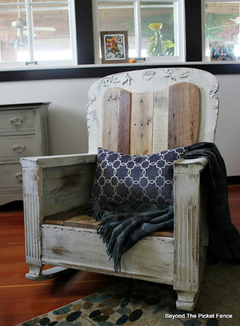 rocking chair, upholstery, salvaged wood, reclaimed wood, pallets, fusion mineral paint, upccyled, https://goo.gl/pstsSB