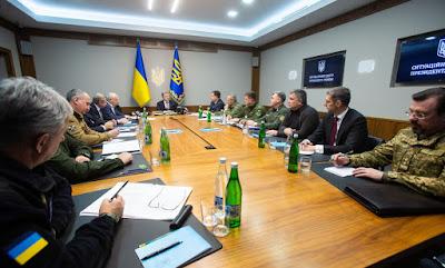 Poroshenko ferme la porte à l'homme russe de 16 à 60 ans : du grand-guignolesque en politique dans - ECLAIRAGE - REFLEXION poroshenko2
