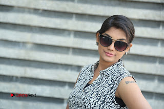 Telugu Television Actress Karuna Latest Pos In Denium Jeans  0117.JPG